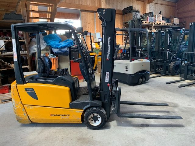 Jungheinrich EFG220 Electric 3-wheel forklift www.staplertechnik.at