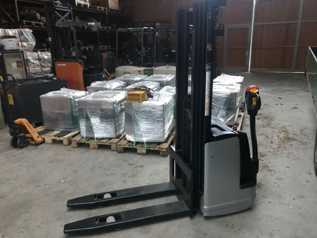 OM CN 14 High Lift stacker www.staplertechnik.at
