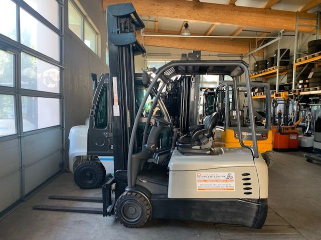 Crown SC5300 Electric 3-wheel forklift www.staplertechnik.at