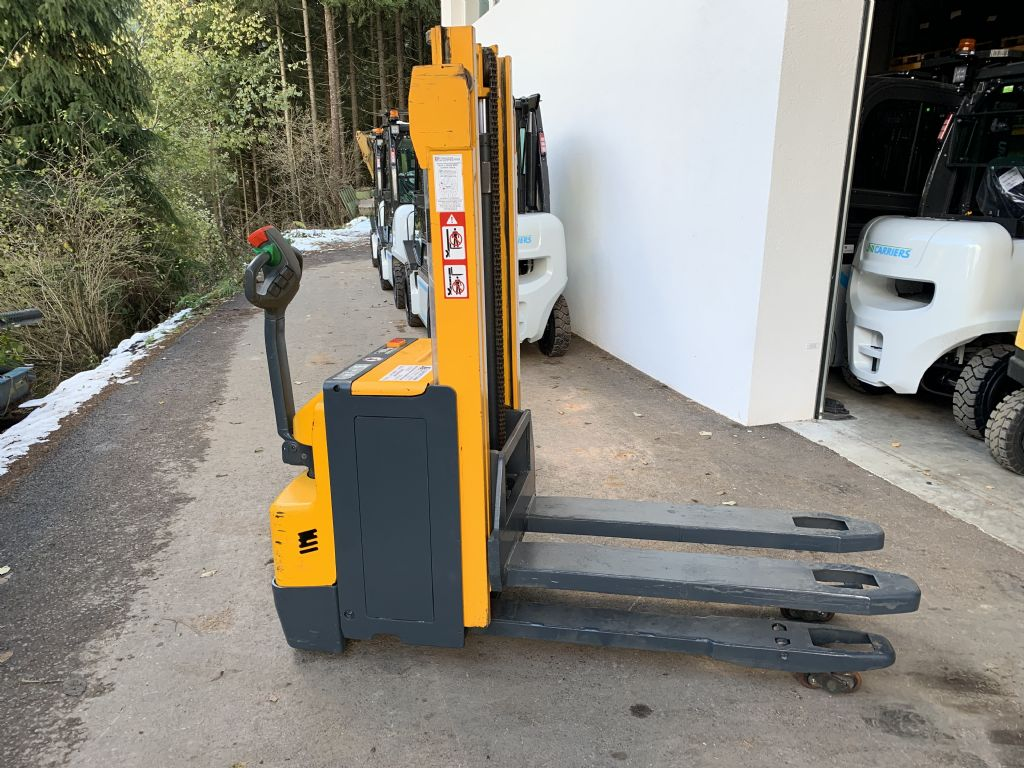 Jungheinrich EJD220 High Lift stacker www.staplertechnik.at