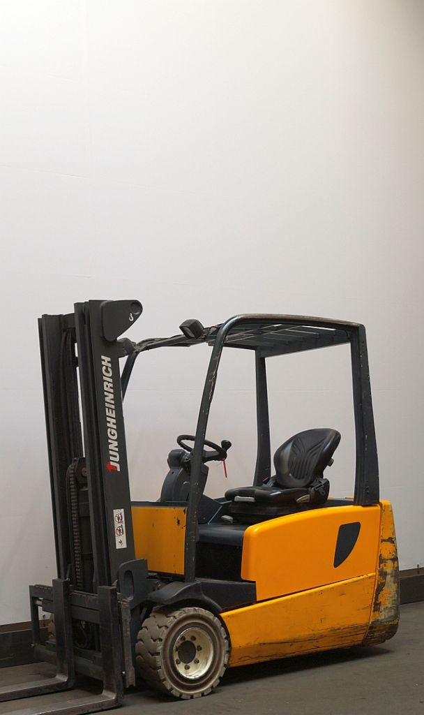 Jungheinrich EFG 220 Electric 4-wheel forklift www.staplertechnik.at