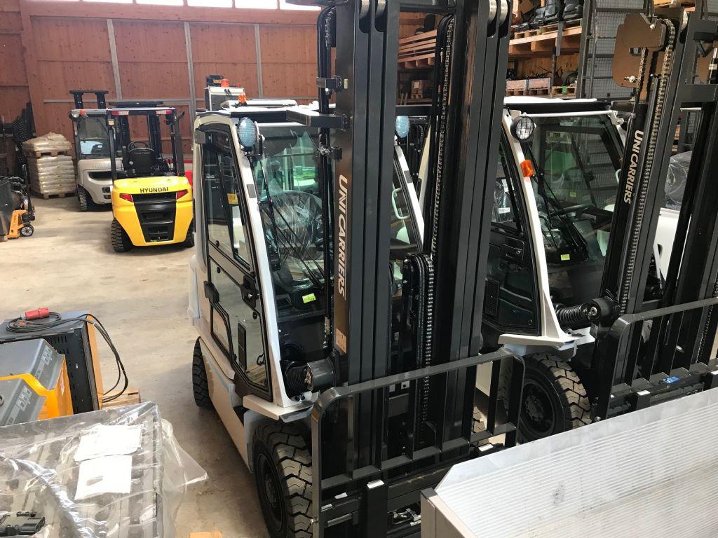 UniCarriers-Y1D2A25Q-Dieselstapler-www.staplertechnik.at