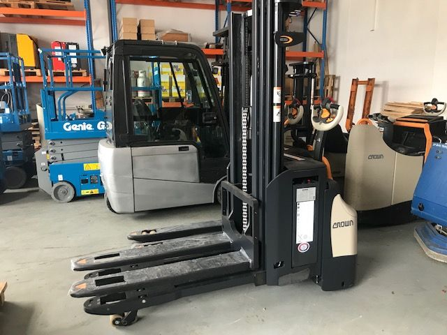 Crown ESi4000 1.6TT High Lift stacker www.staplertechnik.at