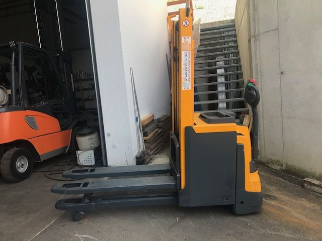 Jungheinrich EJD 220 High Lift stacker www.staplertechnik.at