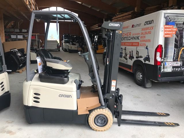 Crown SCT 6020 - 1.6 Electric 3-wheel forklift www.staplertechnik.at
