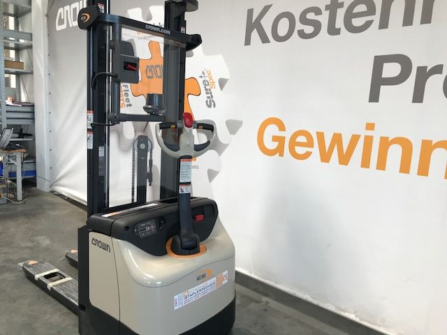 Crown-ES 4000 1.2 TF Remote Quick Pick-Hochhubwagen-www.staplertechnik.at