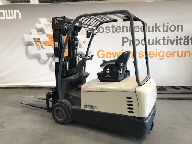 Crown SC 5360 1.8 Electric 3-wheel forklift www.staplertechnik.at