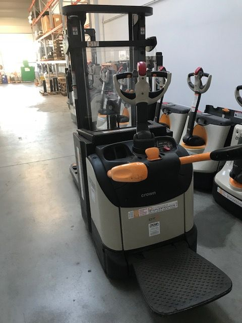Crown-DT3040 TF 2600-Hochhubwagen-www.staplertechnik.at