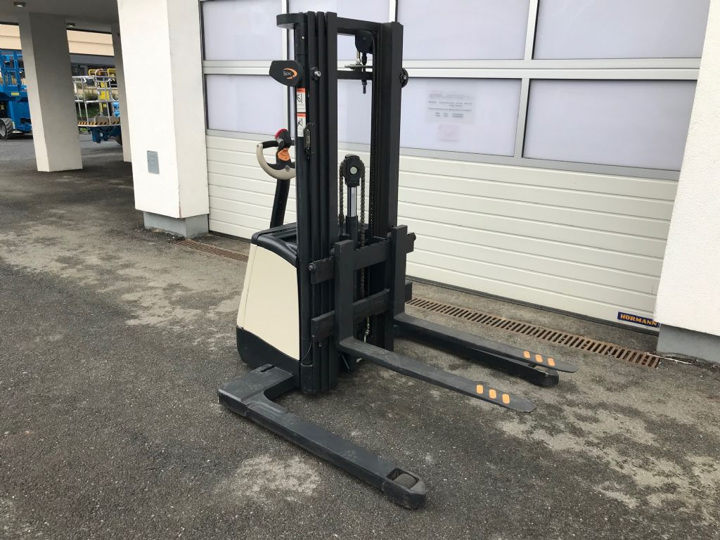 Crown-ST 3000-1.0 TL-Hochhubwagen-www.staplertechnik.at