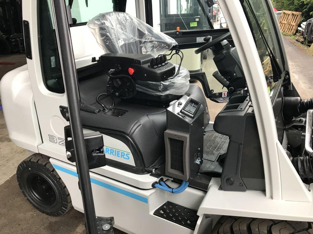 UniCarriers YG1D2A32Q Diesel Forklift www.staplertechnik.at