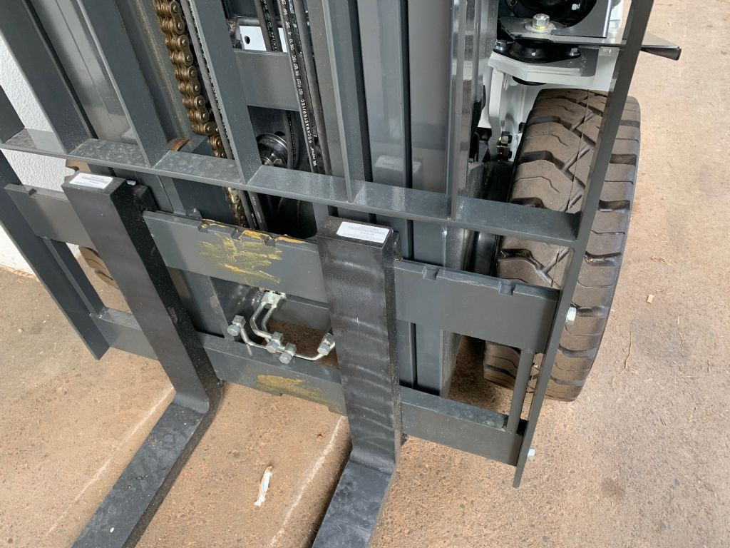 UniCarriers Y1D2A32Q Diesel Forklift www.staplertechnik.at