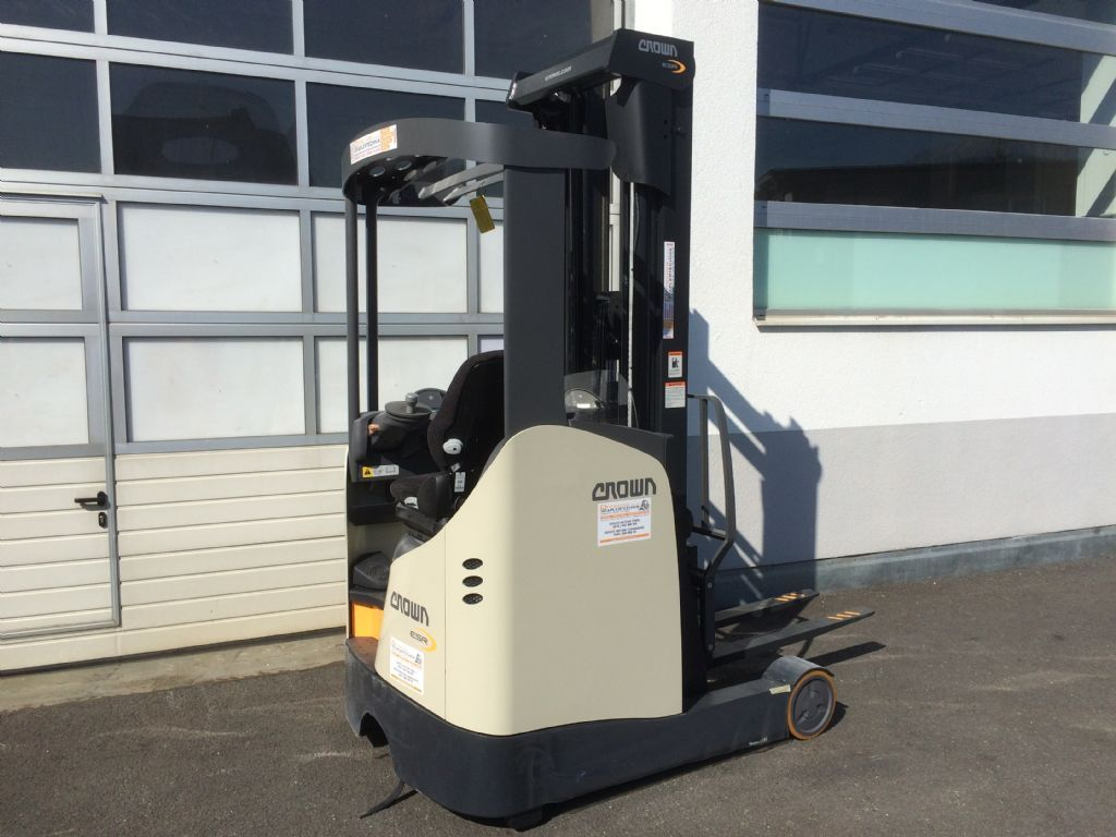 Crown ESR 5260 14 OPT2 Reach Truck www.staplertechnik.at