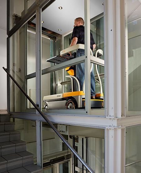 Crown WAV60-118 Medium Lift Order Picker www.staplertechnik.at