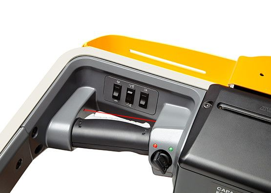 Crown-WAV60-118-Mittelhubkommissionierer-www.staplertechnik.at
