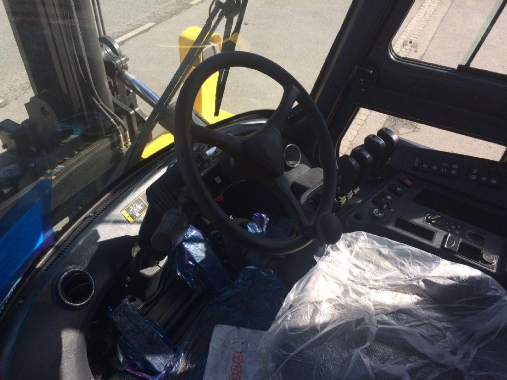 Hyundai 130D-9 Diesel Forklift www.staplertechnik.at