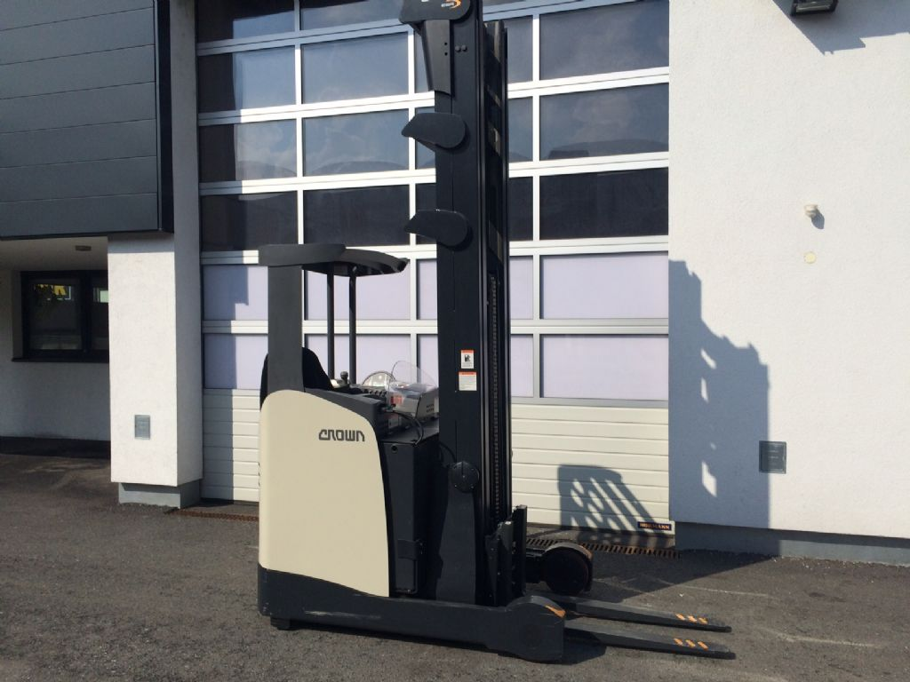 Crown ESR 5240 1.4 TT 8415 Reach Truck www.staplertechnik.at