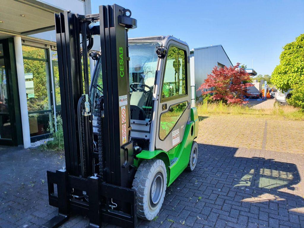 Cesab-M325DV-Dieselstapler-http://www.regio-stapler.de