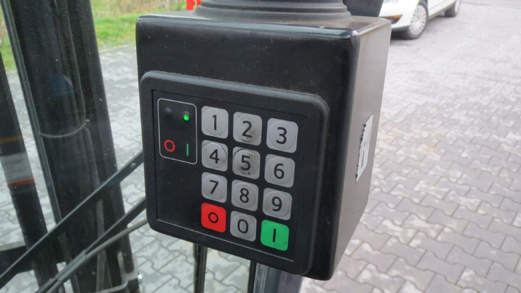 Gebrauchtstapler-Toyota-8FBEFT16-Elektro 3 Rad-Stapler-www.rf-stapler.de