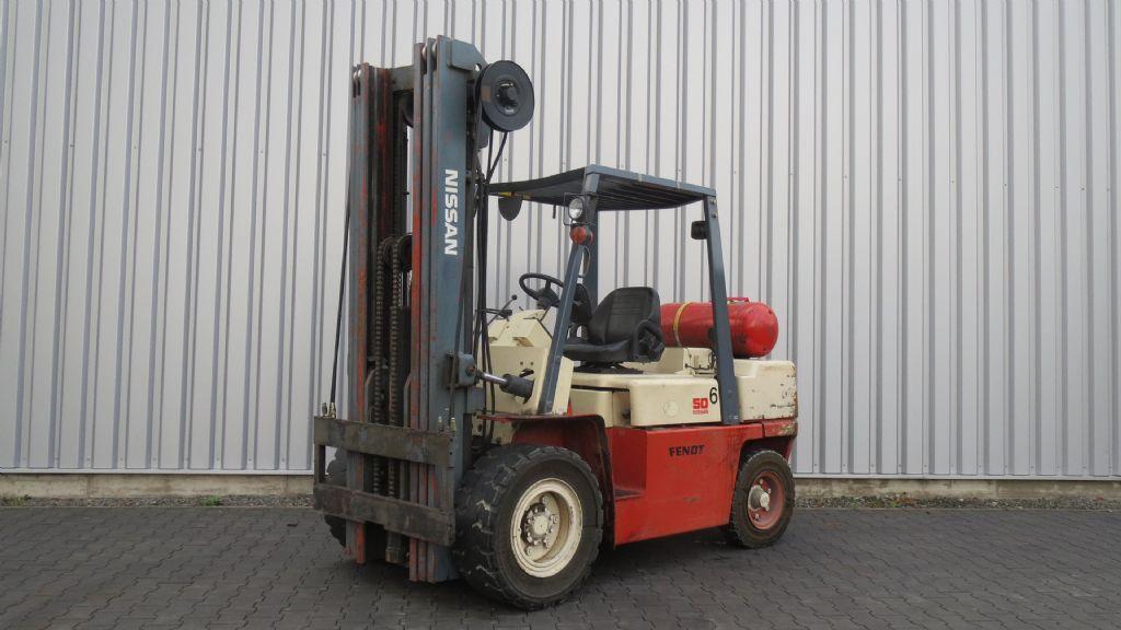 Nissan-BGF03A50U-Treibgasstapler-www.rf-stapler.de