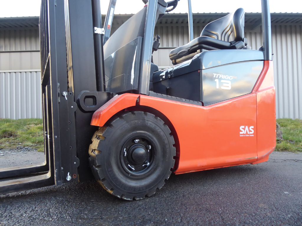 Toyota-7FBEST13-Elektro 3 Rad-Stapler-www.rf-stapler.de
