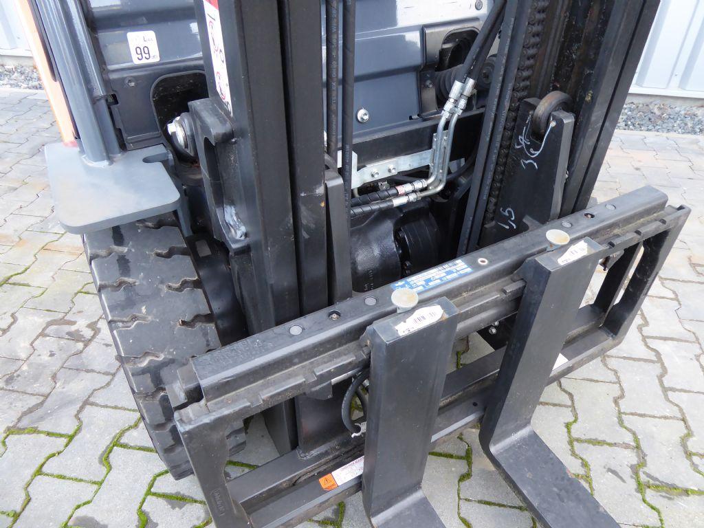 Gebrauchtstapler-Toyota-06-88FD25F-Dieselstapler-www.rf-stapler.de