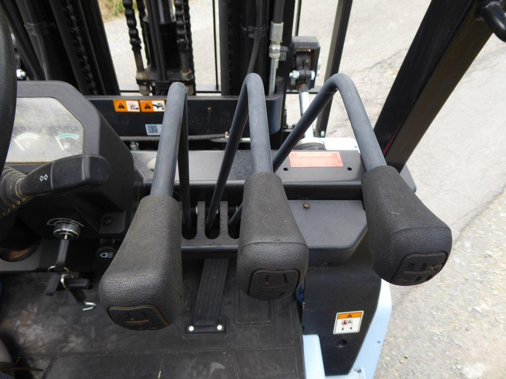 Gebrauchtstapler-UTILEV-UT30P-Dieselstapler-www.rf-stapler.de