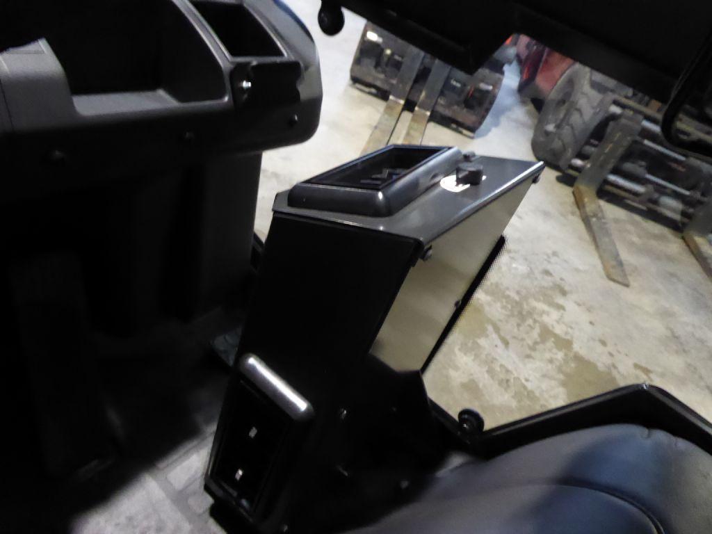 Gebrauchtstapler-Nissan-UniCarriers Y1D2A25Q-Dieselstapler-www.rf-stapler.de