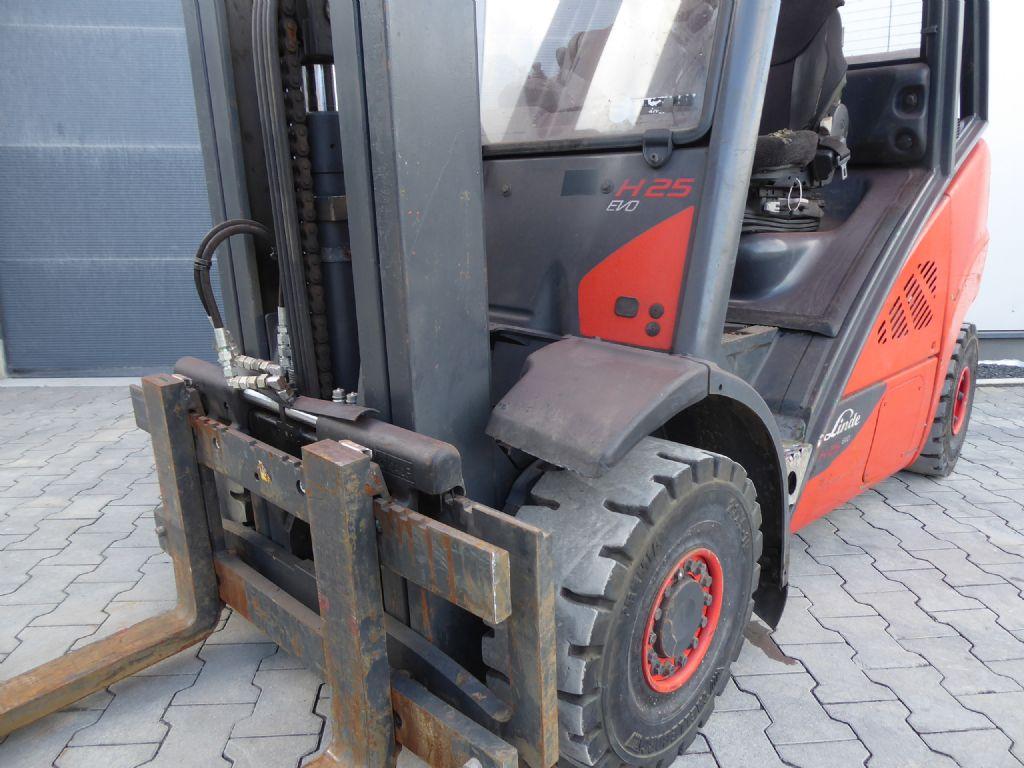 Linde-H25T-02-Treibgasstapler-www.rf-stapler.de