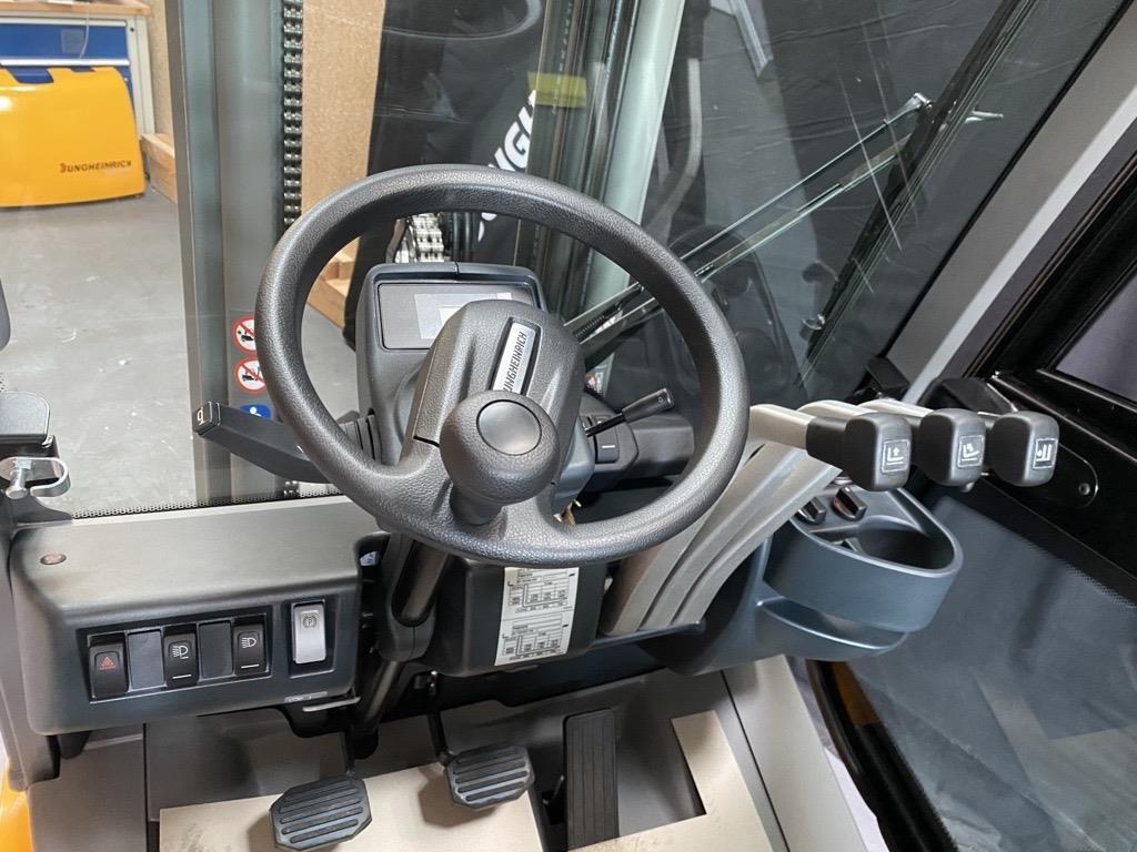 Jungheinrich DFG 320 Dieselstapler www.roos-gabelstapler.de