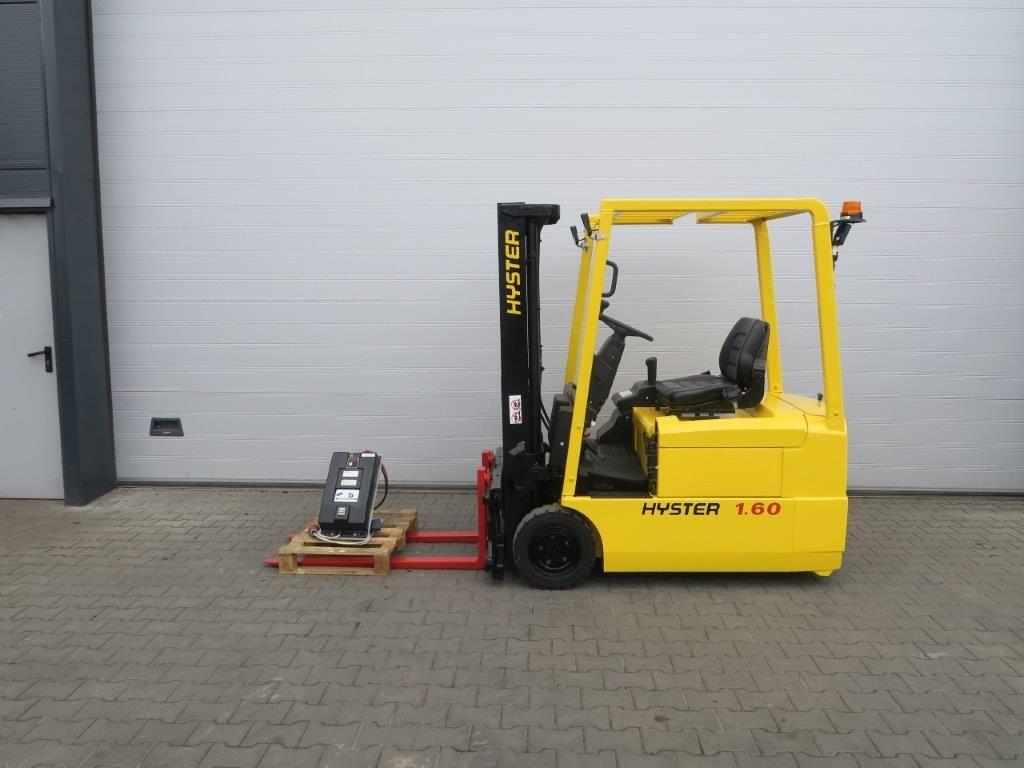 Hyster-J1.60XMT-Elektro 3 Rad-Stapler-http://www.sago-online.com