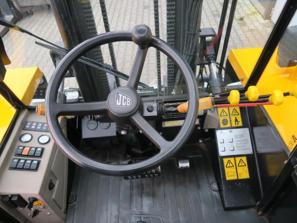 JCB-940-4 - TRIPLEX - 4x4-Geländestapler-www.sago-online.com