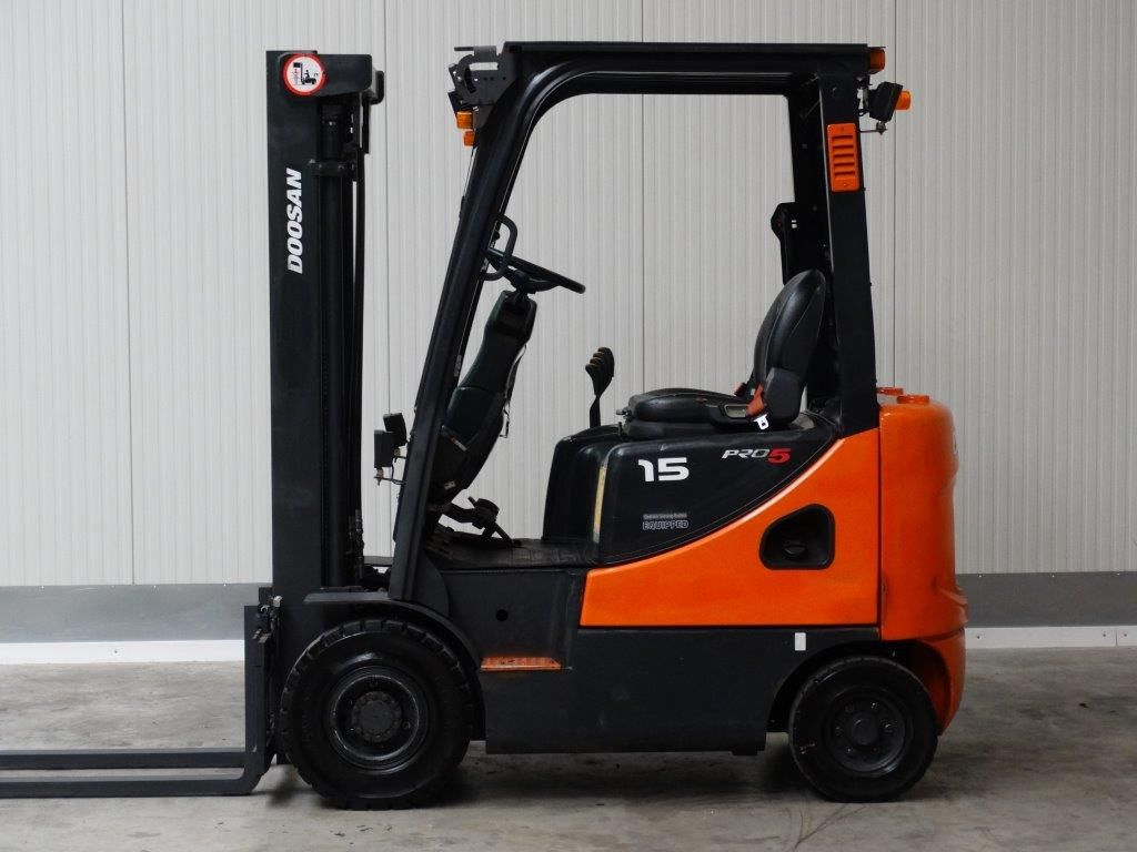 Doosan-D15S-5-Dieselstapler-http://www.sago-online.com
