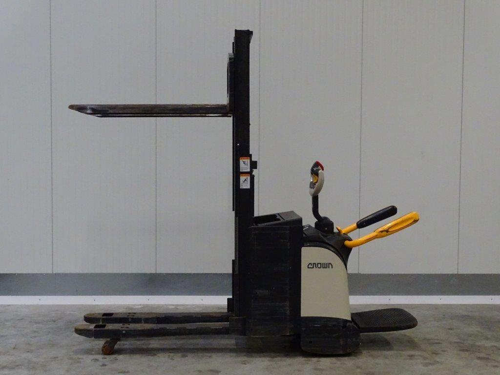 Crown-DT3040 - Initialhub -Doppelstockstapler-http://www.sago-online.com