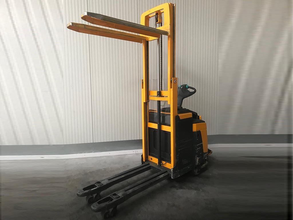 Jungheinrich-ERD220 - Initialhub-Doppelstockstapler-http://www.sago-online.com