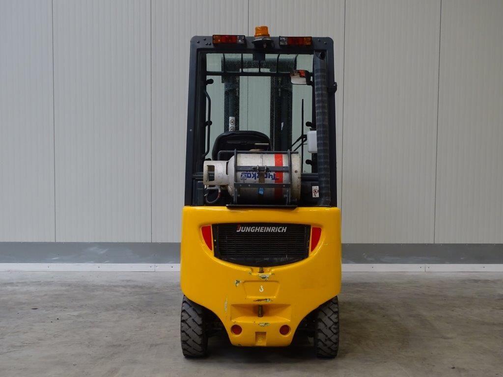 Jungheinrich-TFG316 - TRIPLEX-Treibgasstapler-www.sago-online.com