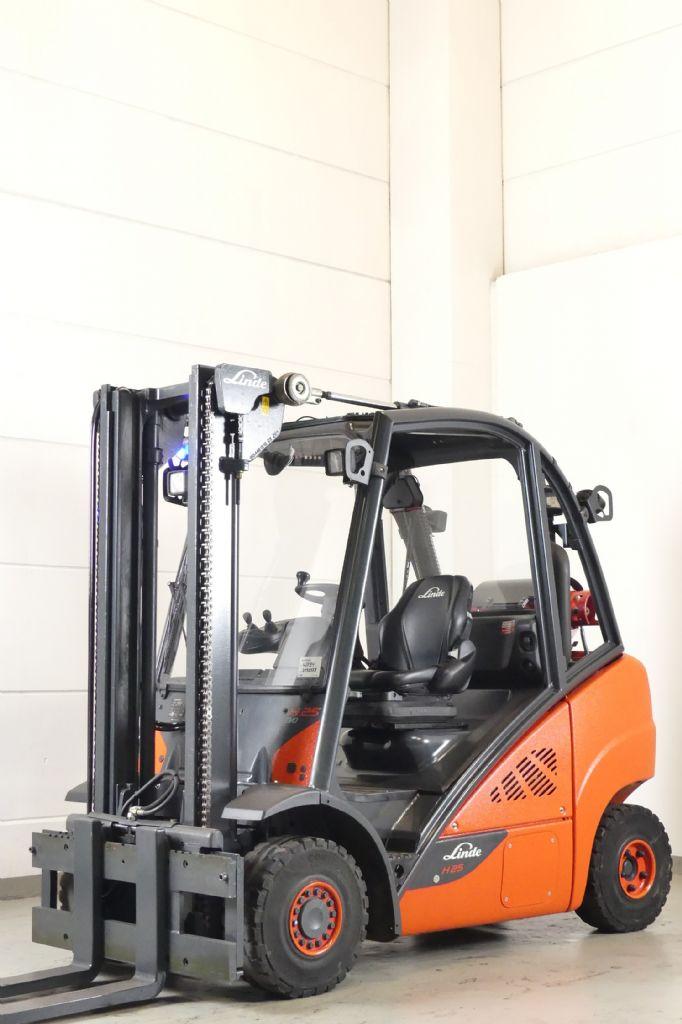 Linde-H 25 T 392-02-LPG Forklifts www.gebraucht-stapler.de