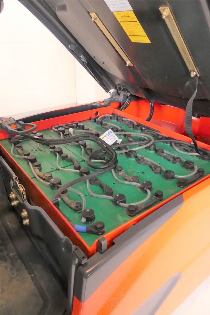 Linde-E 16 L EVO 386-02-Elektro 3 Rad-Stapler gebraucht-stapler.de