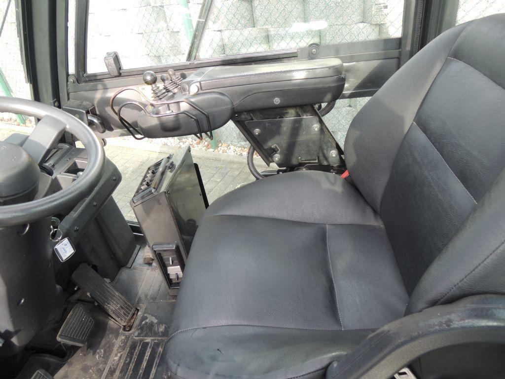 Nissan-UG1D2A30LQ-Treibgasstapler-www.schuetze-gabelstapler.de