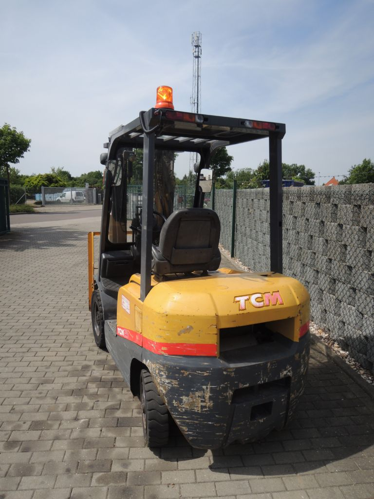 TCM-FD25T-3-Dieselstapler-www.schuetze-gabelstapler.de