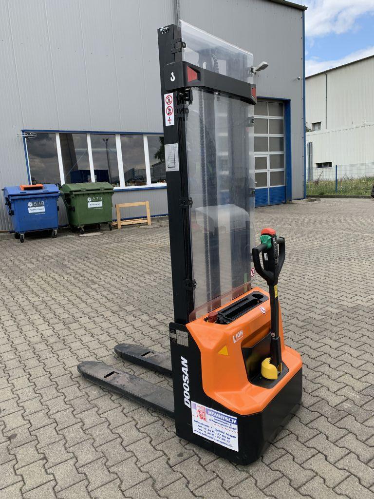 Doosan-LSM12N-7-Hochhubwagen-www.sehmisch-stapler.de