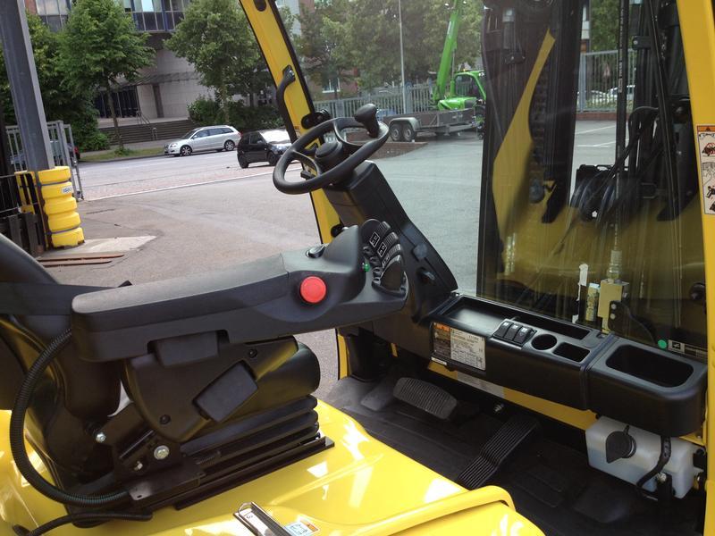 Hyster J 5.0 XN Elektro 4 Rad-Stapler www.sks-stapler.at
