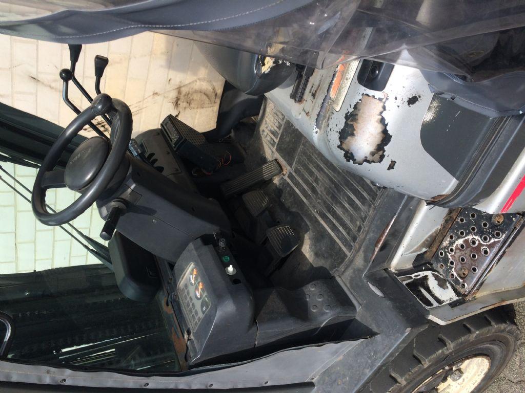 Nissan FG02A320Q Dieselstapler www.sks-stapler.at
