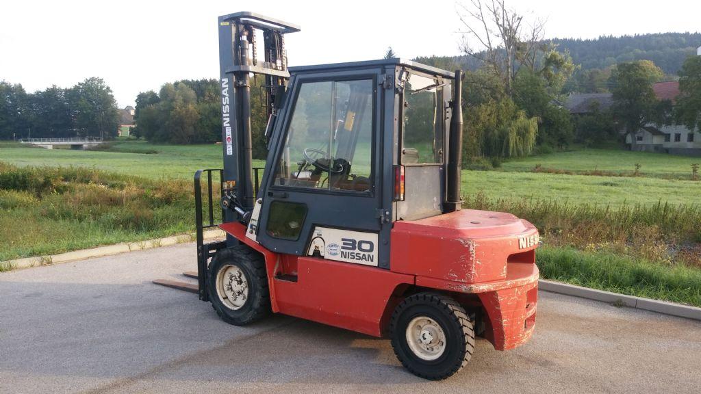 Nissan FG02A30U Dieselstapler www.sks-stapler.at
