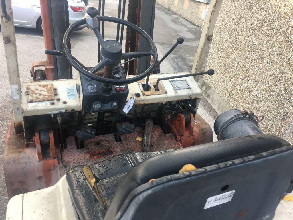 Nissan YF03A35TU Dieselstapler www.sks-stapler.at