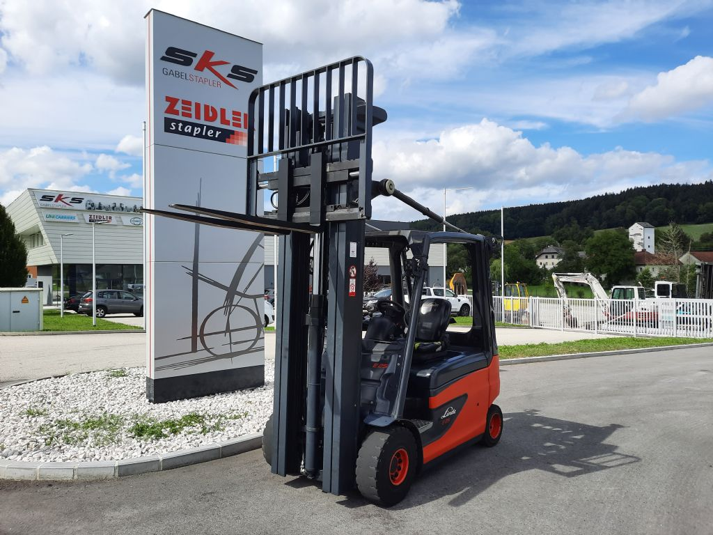 Linde E25L-01 Elektro 4 Rad-Stapler www.sks-stapler.at