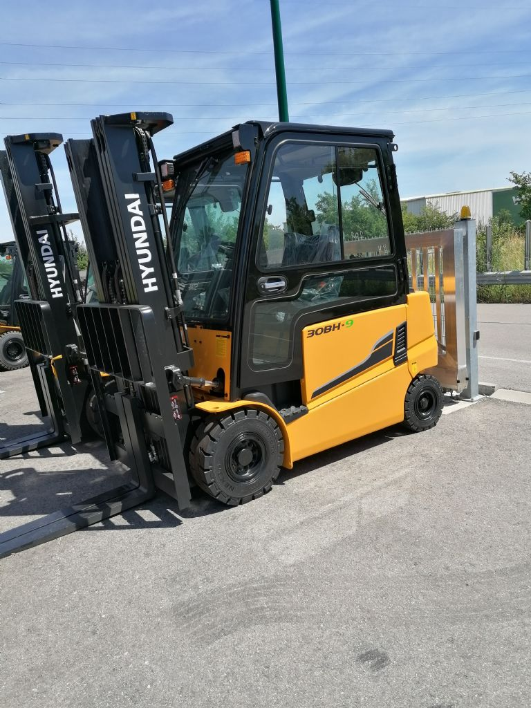 Hyundai 30BH-9 Electric 4-wheel forklift www.staplertechnik.at