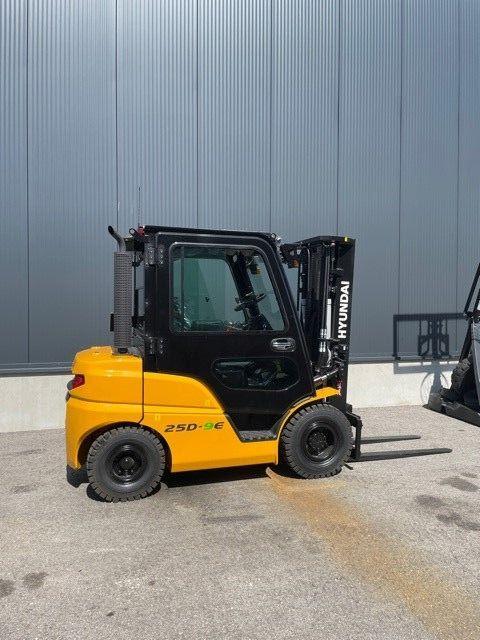 Hyundai 25D-9E Dieselstapler www.staplerprofi.co.at