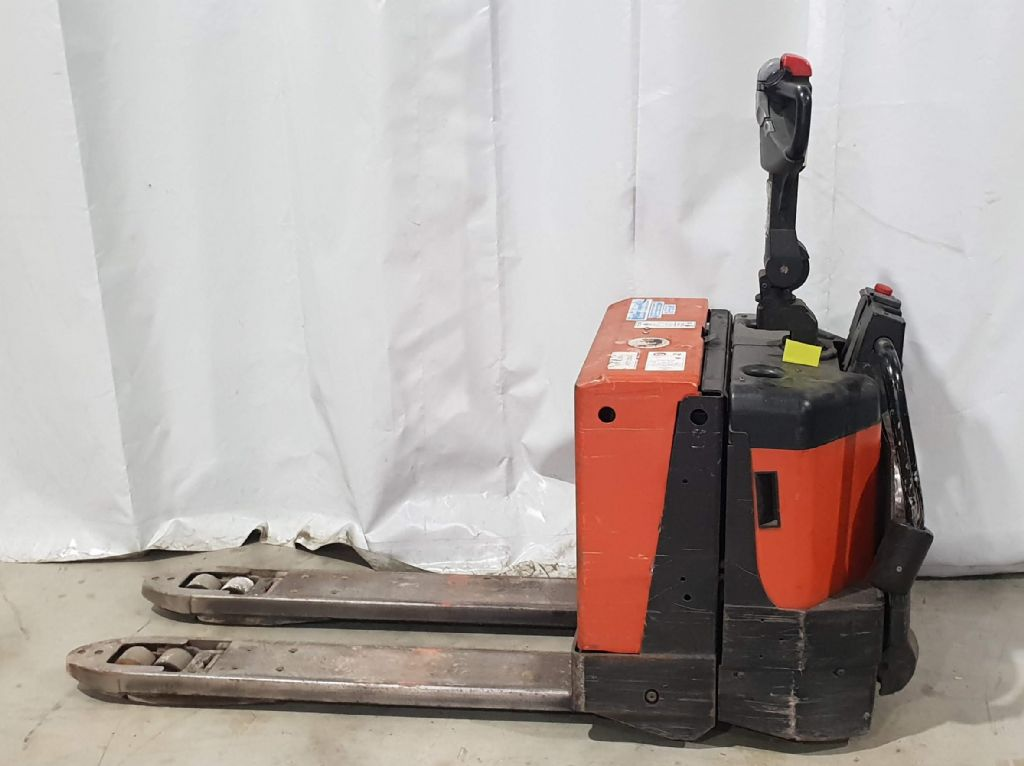 BT LPE200/8 Electric Pallet Truck www.staplertechnik.at