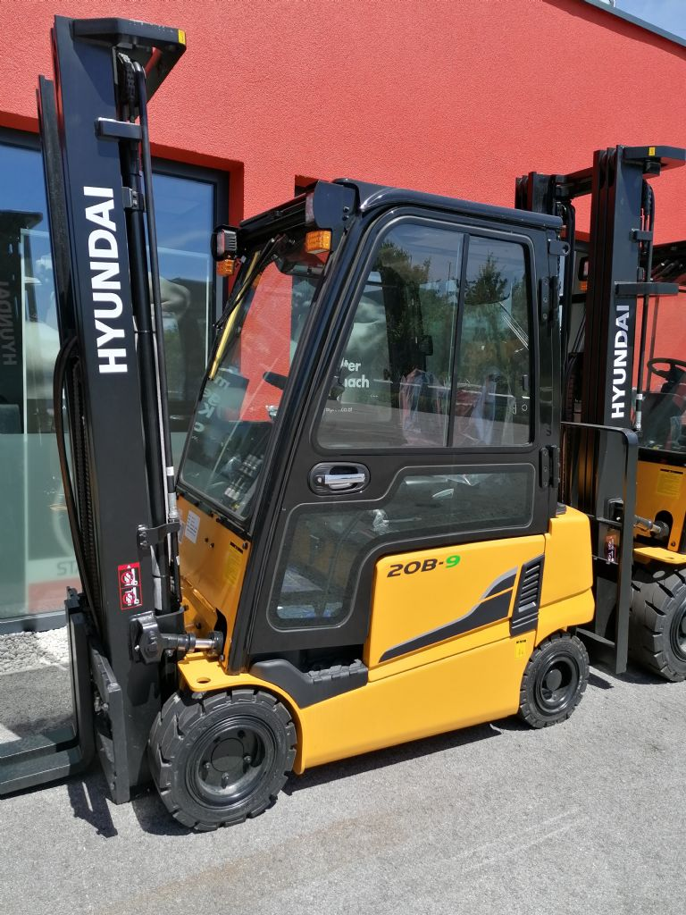 Hyundai 20B-9 Electric 4-wheel forklift www.staplertechnik.at