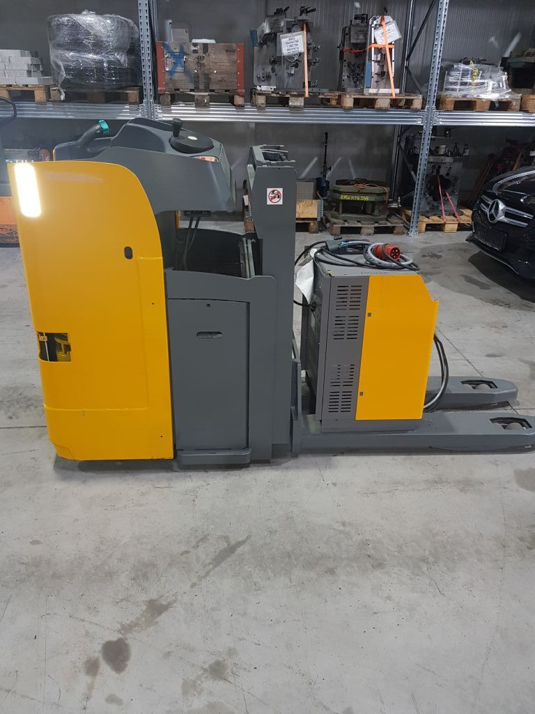 Jungheinrich ESD 120 Double stacker www.staplertechnik.at
